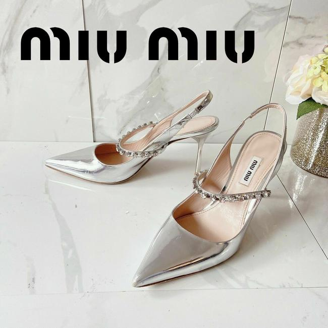 Item - Silver Camoscio Pumps Size US 7.5 Regular (M, B)