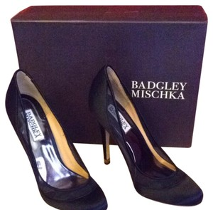 Badgley Mischka Leather Sole Black Pumps