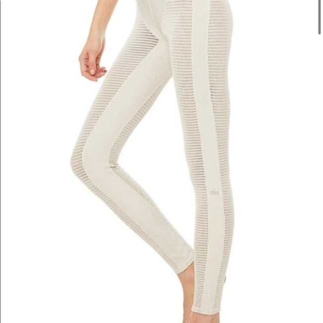 Item - Cream High Waist Energize Activewear Bottoms Size 8 (M, 29, 30)