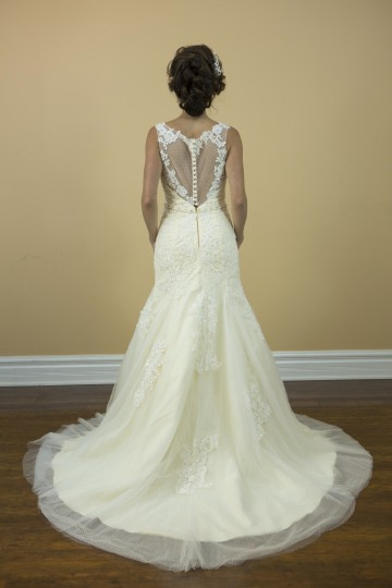 Ivory Tulle and Lace Champagne Boat Neck with Crystal Belt Mermaid Bridal Gown Modern Wedding Dress Size 4 (S)