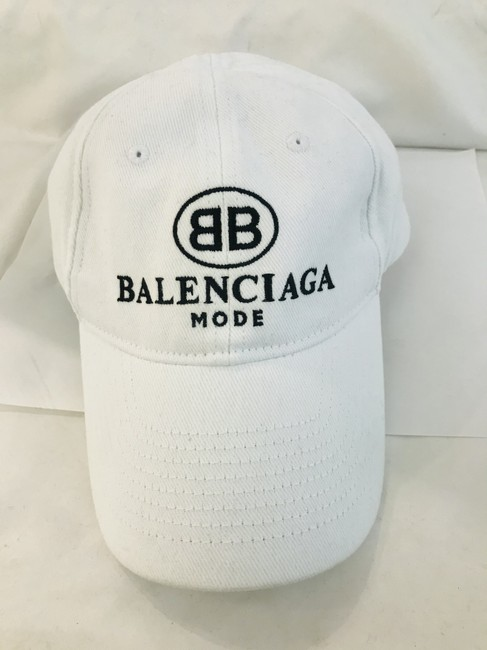 Item - White Embroidered Bb Mode Cap Hat
