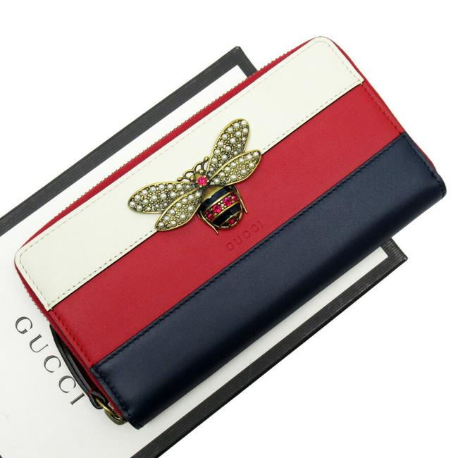 Item - Ivory / Navy / Red Color Round Zipper Queen Margaret Gold Calf Fake Pearl Stone 476069 Wallet