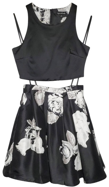 Item - Black 2-pc Crop Top & Floral Skirt Night Out Dress Size 2 (XS)