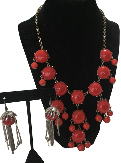 Item - Coral Faux and Dangling Earrings Necklace