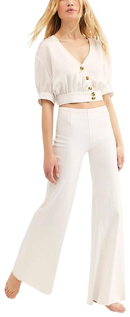 Item - White Wide Flare Leg Jeans Size 0 (XS, 25)
