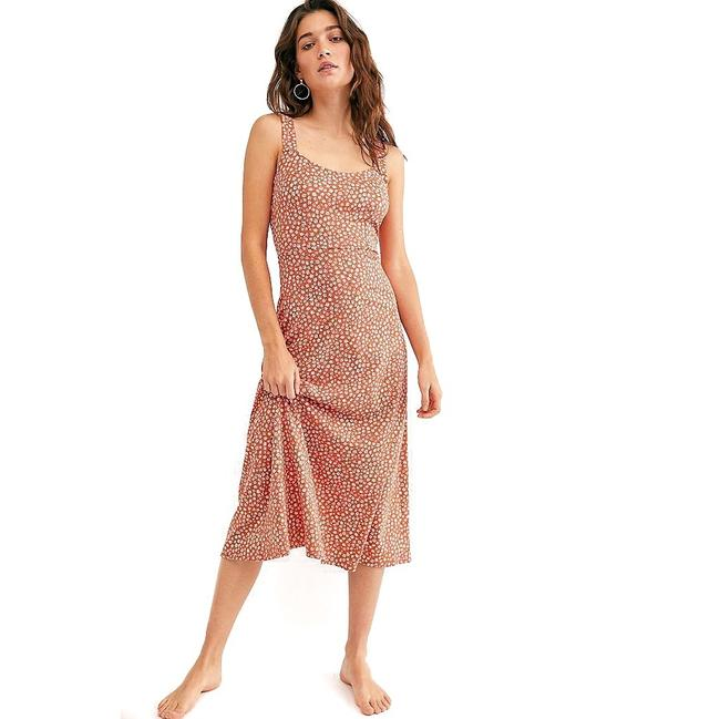 Item - Red Lorelai Printed In Mid-length Casual Maxi Dress Size 8 (M)