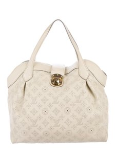 Louis Vuitton Tote in white , tan , neutral , off-white