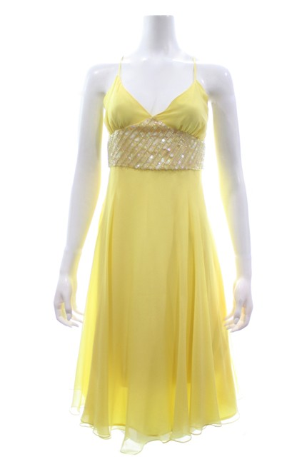 Item - Yellow Silk with Beaded & Sequined Waist Long Formal Dress Size 8 (M)
