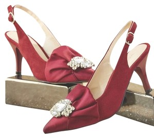 Monroe & Main Red Pumps