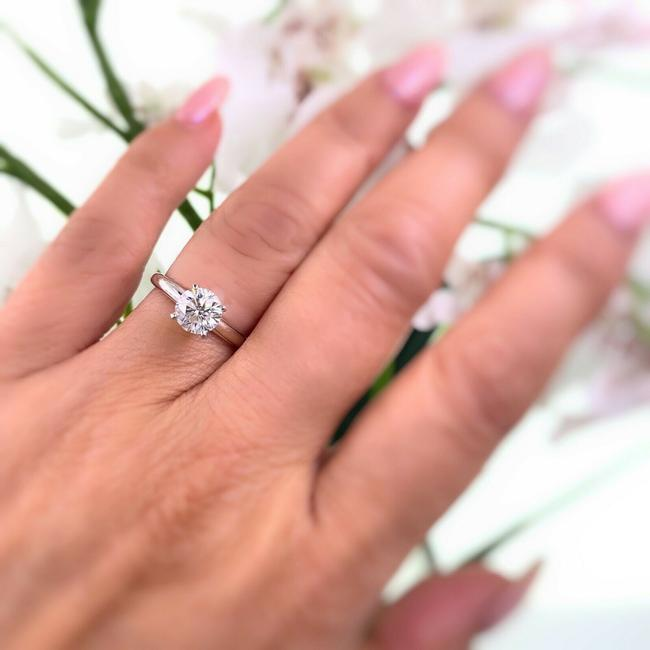 Item - White Gold Round 1.01 Cts Solitaire Platinum and 18k Engagement Ring