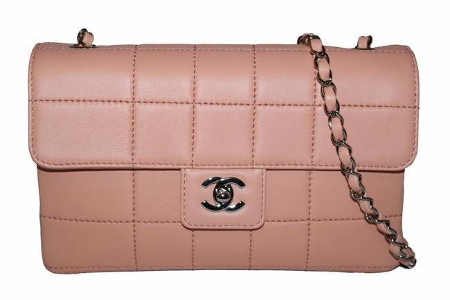 Item - New Medium Classic Peach Lambskin Leather Cross Body Bag