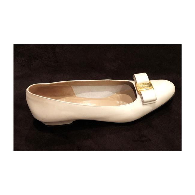 Item - White Pearly Signature Flats Size US 8 Narrow (Aa, N)