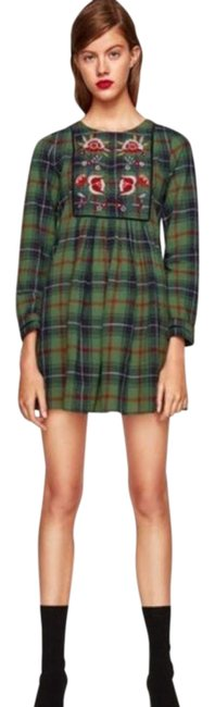 Item - Green Medium Plaid Floral Embroidered Short Casual Dress Size 8 (M)