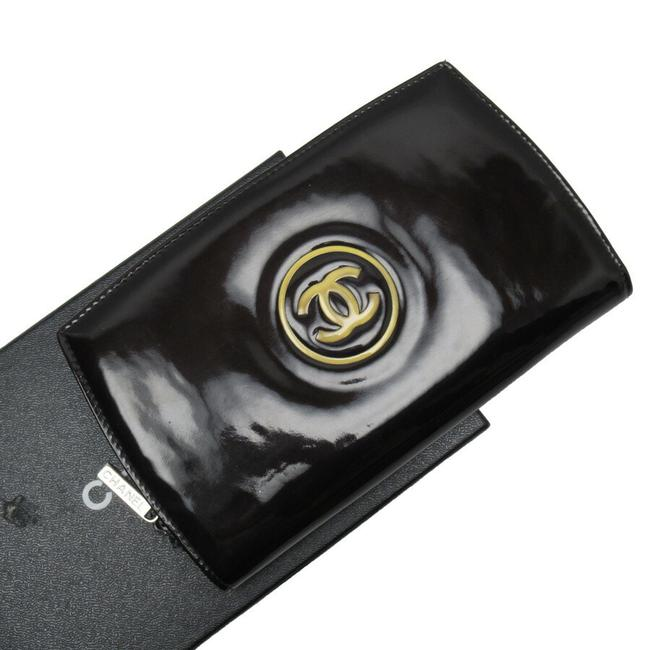 Item - Black Round Zipper Coco Mark Patent Leather Wallet
