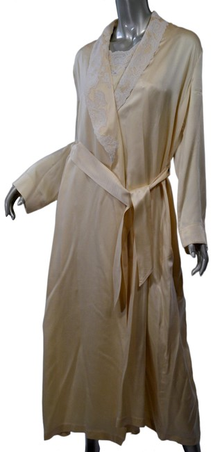 Item - Off White Peignoir Silk Cream Lace Trimmed Robe/Nightgown Long Casual Maxi Dress Size 12 (L)