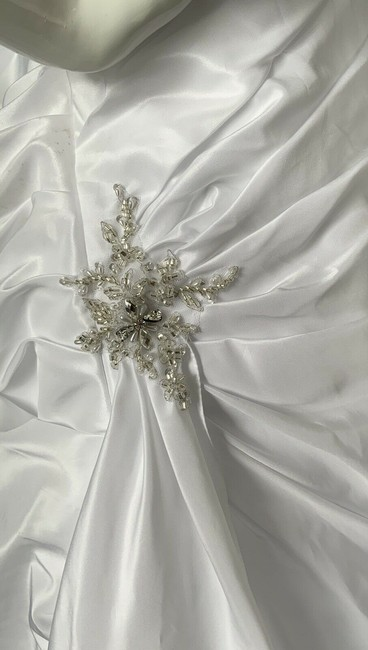 Alfred Angelo White Polyester Gown Rhinestone Embellished By - Traditional Wedding Dress Size 18 (XL, Plus 0x) Alfred Angelo White Polyester Gown Rhinestone Embellished By - Traditional Wedding Dress Size 18 (XL, Plus 0x) Image 8