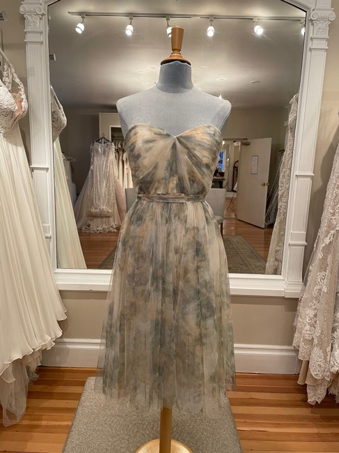 Item - Ivory-sage-multi Maia-printed Destination Bridesmaid/Mob Dress Size 8 (M)