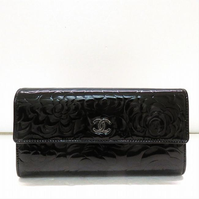 Item - Black Camellia Embossed Flap Enamel Patent Bi-fold Long Ladies Wallet