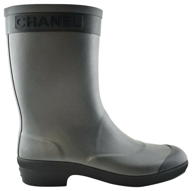 Chanel Black 19a Silver Grey Cc Logo Short Mid Calf Pull On Rubber Rain Boots/Booties Size EU 39 (Approx. US 9) Regular (M, B) Chanel Black 19a Silver Grey Cc Logo Short Mid Calf Pull On Rubber Rain Boots/Booties Size EU 39 (Approx. US 9) Regular (M, B) Image 1