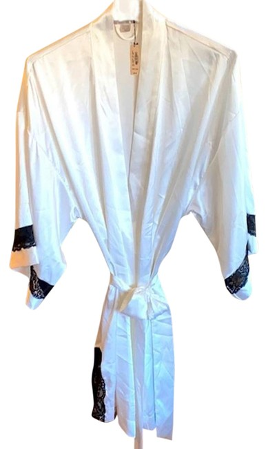 Victoria's Secret White Kimono Satin and Black Lace Robe Os Cardigan Size 8 (M) Victoria's Secret White Kimono Satin and Black Lace Robe Os Cardigan Size 8 (M) Image 1