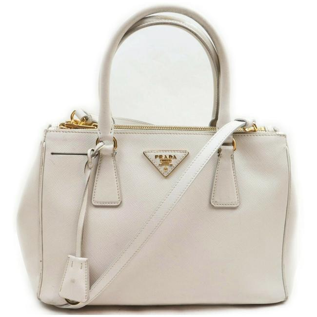 Item - Tote Lux Saffiano Small Zip 2way 862531 White Leather Shoulder Bag