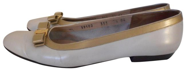 Item - Creamy White and Gold Boutique 4 / Womens Slip On B Flats Size US 7.5 Narrow (Aa, N)