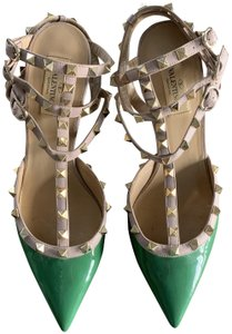 Item - Green Rockstud Pumps