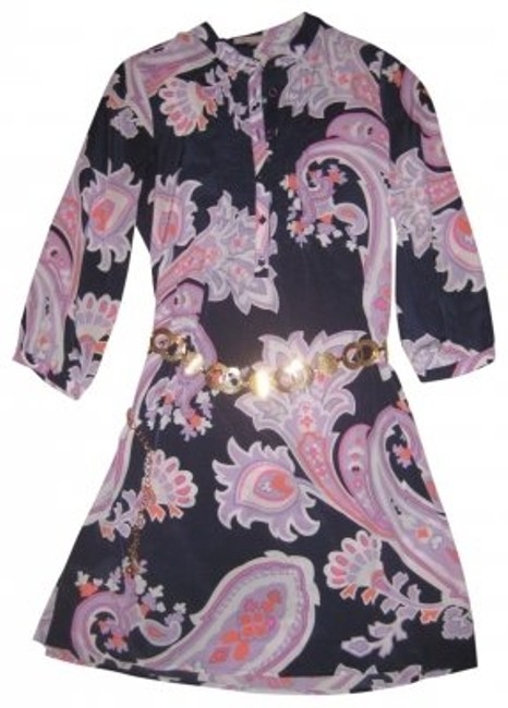 Preload https://img-static.tradesy.com/item/28477/gap-navy-with-white-and-pink-paisley-great-style-shift-a-button-placket-at-the-ne-above-knee-short-c-0-0-650-650.jpg