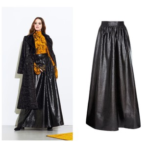 Item - Black New Leather Long Skirt