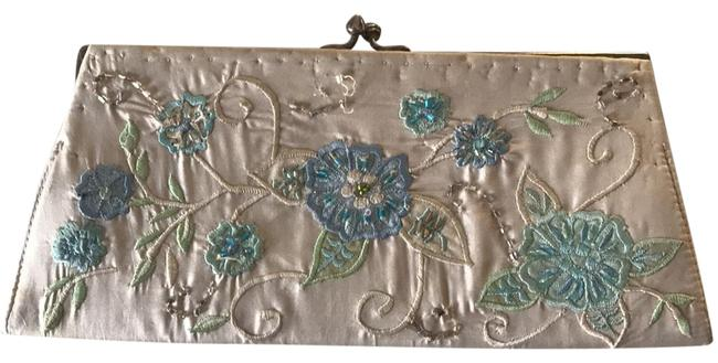 Item - Vintage Style Beaded Optional Metal Strap White with Flowers Satin Clutch