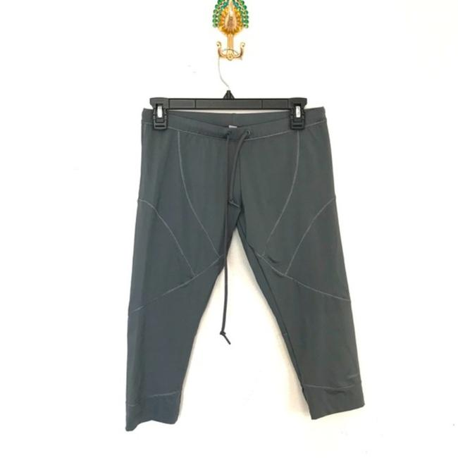 Item - Grey Cropped Activewear Bottoms Size 8 (M, 29, 30)