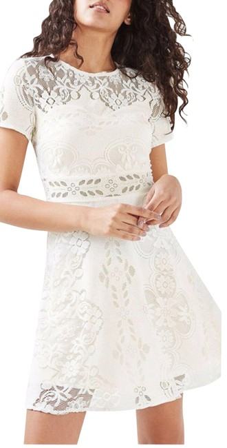 Item - Ivory Fluted Sleeve Lace Mid-length Formal Dress Size 10 (M)