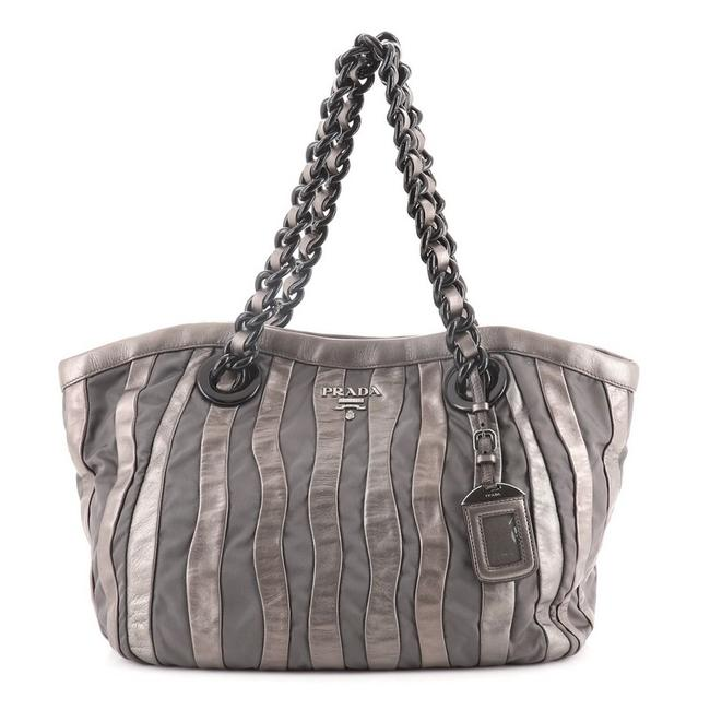 Item - Waves Chain and Tessuto Large Gray Leather Tote
