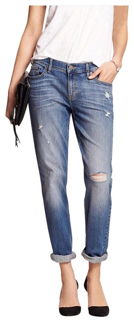 Item - Light Wash Blue Girlfriend Relaxed Fit Jeans Size 4 (S, 27)