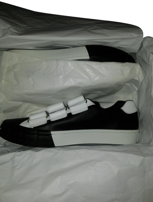 Item - Black and White Sneakers Size US 11 Regular (M, B)