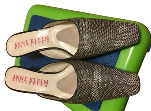 Anne Klein black/white Mules