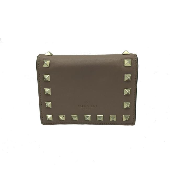 Item - Beige Compact Women's Gold Hardware Leather Pw2pop39 Wallet