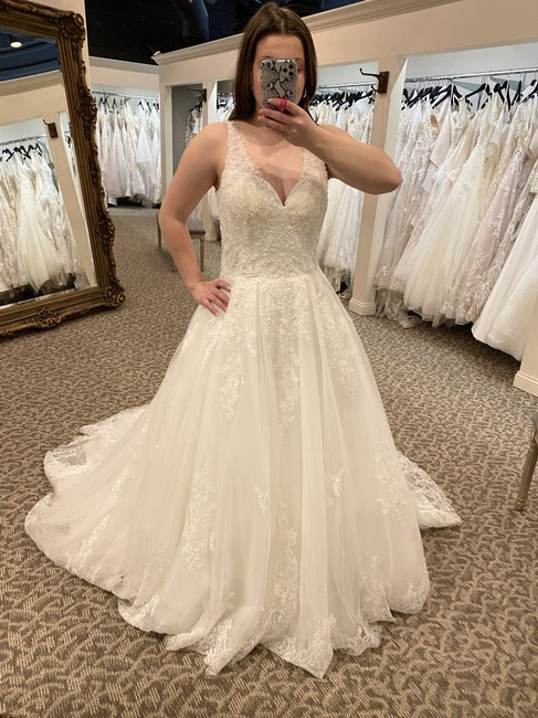 Item - Off White Lace Ema Traditional Wedding Dress Size 14 (L)