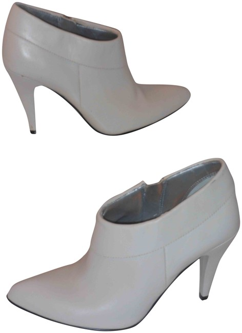 Item - White Leather Ankle Medium Boots/Booties Size US 6 Regular (M, B)