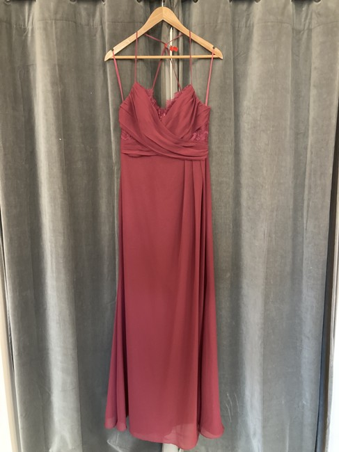 Item - Burgundy Chiffon Lace 5652 Formal Bridesmaid/Mob Dress Size 8 (M)