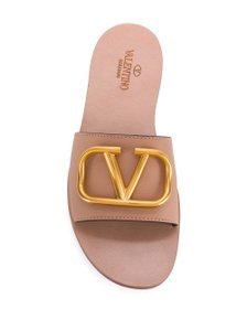 Item - Grainy Cowhide Vlogo Sliders Sandals