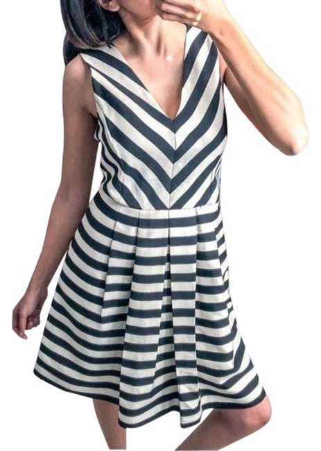 Item - Black/Beige Striped Short Casual Dress Size 6 (S)