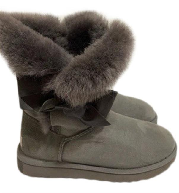 Item - Gray With Bow In Boots/Booties Size US 7 Regular (M, B)