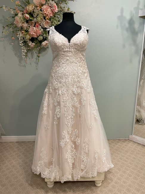 Item - Ivory/Almond Lace D2406 Traditional Wedding Dress Size 18 (XL, Plus 0x)