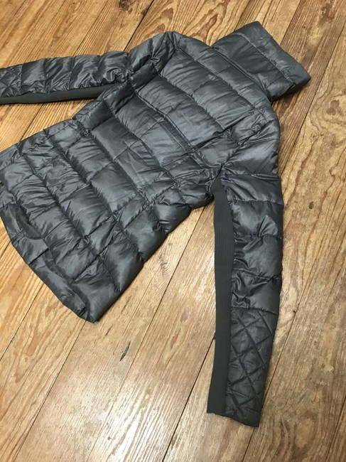 BCBGMAXAZRIA Gray Lilly Down Waterfowl Feather Packable Puffer Coat Size 6 (S) BCBGMAXAZRIA Gray Lilly Down Waterfowl Feather Packable Puffer Coat Size 6 (S) Image 11