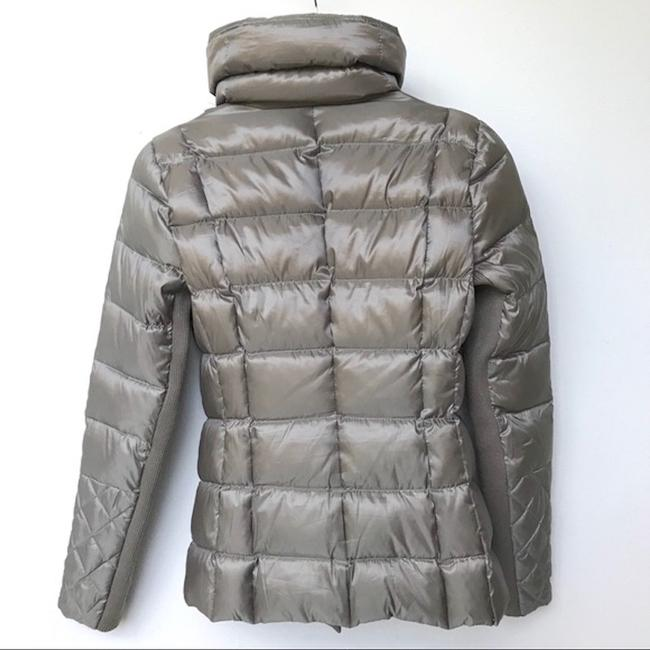 BCBGMAXAZRIA Gray Lilly Down Waterfowl Feather Packable Puffer Coat Size 6 (S) BCBGMAXAZRIA Gray Lilly Down Waterfowl Feather Packable Puffer Coat Size 6 (S) Image 4