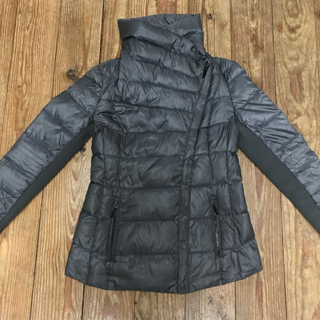 BCBGMAXAZRIA Gray Lilly Down Waterfowl Feather Packable Puffer Coat Size 6 (S) BCBGMAXAZRIA Gray Lilly Down Waterfowl Feather Packable Puffer Coat Size 6 (S) Image 5