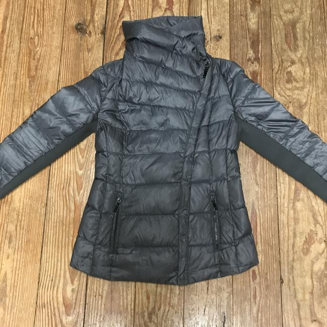 BCBGMAXAZRIA Gray Lilly Down Waterfowl Feather Packable Puffer Coat Size 6 (S) BCBGMAXAZRIA Gray Lilly Down Waterfowl Feather Packable Puffer Coat Size 6 (S) Image 6