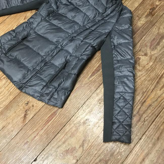 BCBGMAXAZRIA Gray Lilly Down Waterfowl Feather Packable Puffer Coat Size 6 (S) BCBGMAXAZRIA Gray Lilly Down Waterfowl Feather Packable Puffer Coat Size 6 (S) Image 9