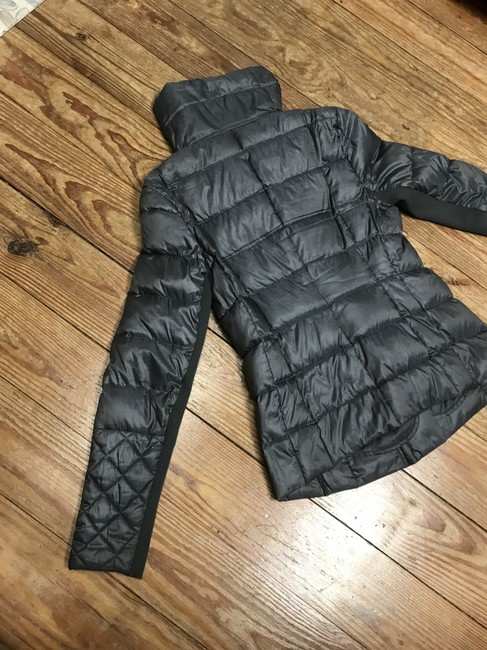 BCBGMAXAZRIA Gray Lilly Down Waterfowl Feather Packable Puffer Coat Size 6 (S) BCBGMAXAZRIA Gray Lilly Down Waterfowl Feather Packable Puffer Coat Size 6 (S) Image 10